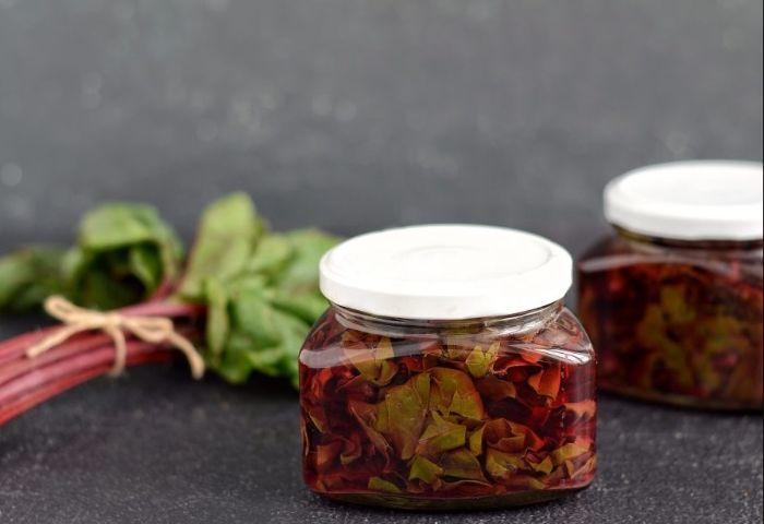 Листя буряка: рецепти приготування і корисні властивості