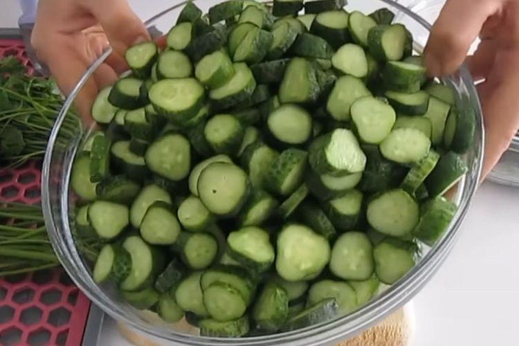 Огірки в томаті - те, що Ви повинні спробувати цього літа
