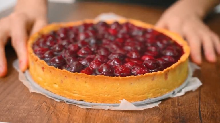 Цей пиріг з вишнею і заварним кремом крутіший за торт