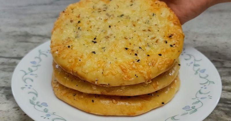Вечеря з борошна, води і сиру. Сирні коржики в духовці