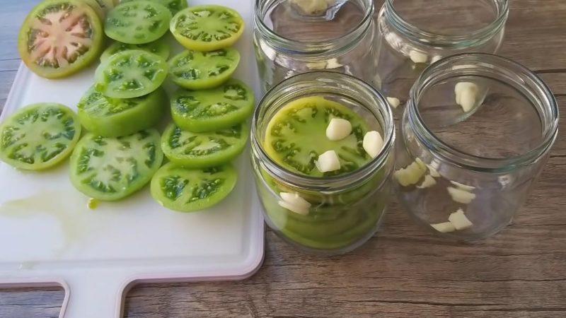 Незвичайна і смачна заготовка зелених помідорів - ви теж будете так робити