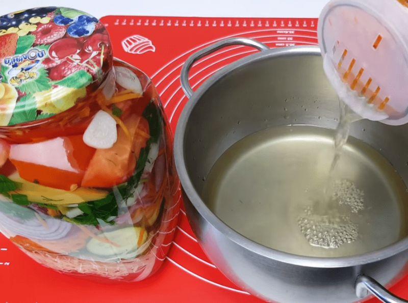 Салат асорті на зиму без стерилізації: просто пальчики оближеш
