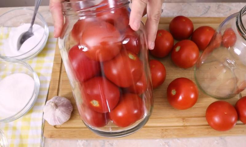 Незвичайний метод консервації помідорів на зиму: помідори в снігу