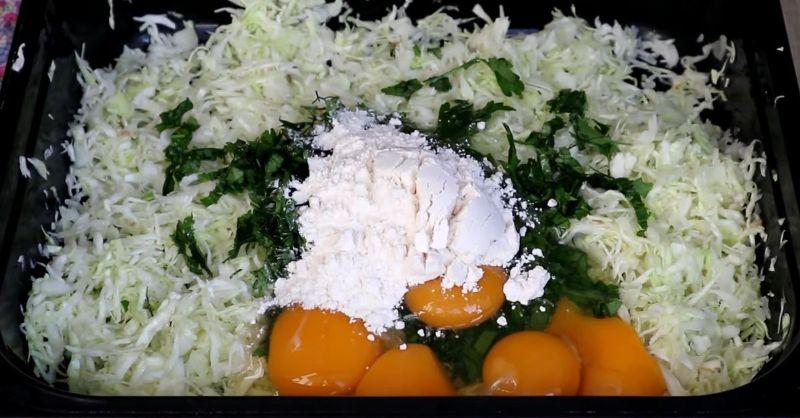 Цікава обідня страва для всієї родини: капустяні млинці з фаршем
