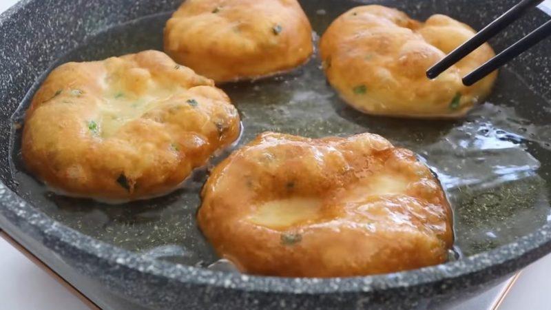 Найпростіший рецепт надзвичайно пухких і хрустких пончиків