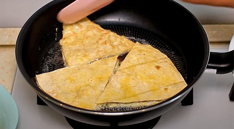 Чебуреки з лаваша за 15 хвилин. Обходимося без тіста, а за смаком майже не відрізнити