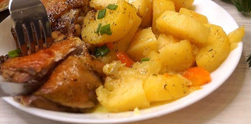 Як приготувати ароматну картоплю з м'ясом в рукаві