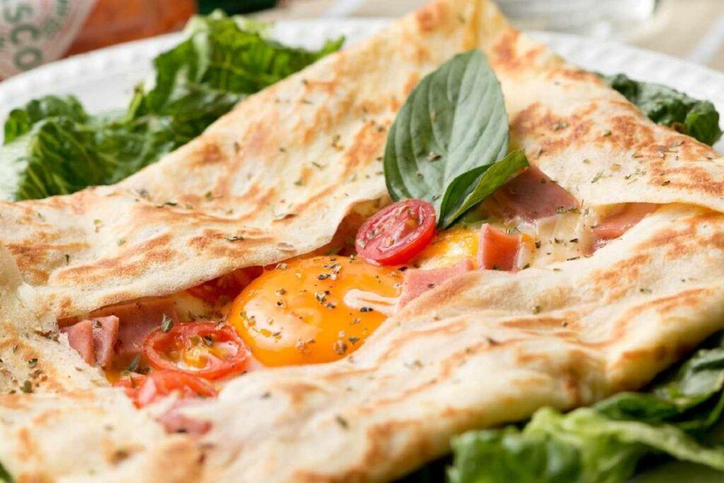 Лаваш на сковорідці: 8 варіантів начинки для смачного сніданку