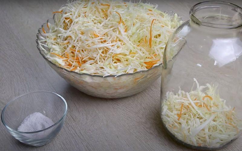Класична квашена капуста з кулінарного зошита бабусі