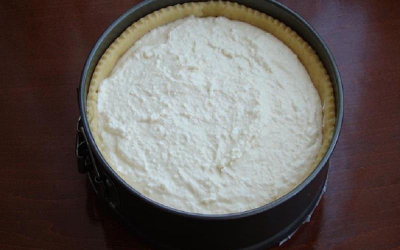 Рецепт пісочного пирога з сирною начинкою і вишнею в желе