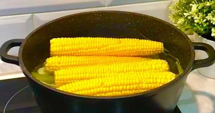 Як правильно зварити кукурудзу: рецепт, який нікого не залишить байдужим