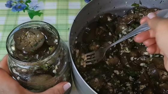 Баклажани, як гриби, на зиму з часником: покроковий рецепт