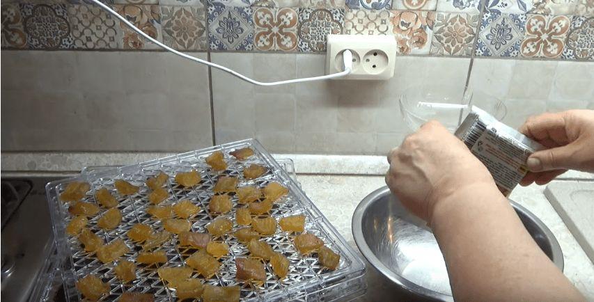 Не знаєте куди подіти кабачки? Зробіть з них цукати з будь-яким смаком. Смачно і корисно