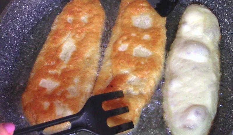 Ті самі пиріжки на сковорідці: соковита м'ясна начинка і м'яке як пух тісто