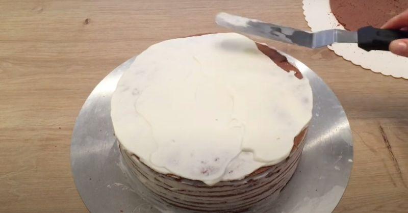 Багатошаровий вишневий торт зі сметанно-вершковим кремом
