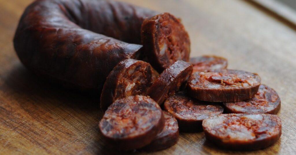 Іспанська ковбаса чорізо в домашніх умовах. Рецепт приготування