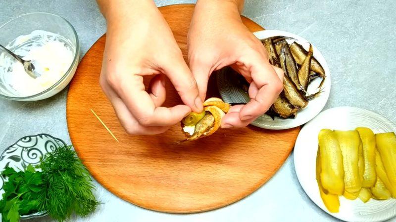 Не просто бутерброди зі шпротами: унікальна подача на стіл, яка гарантує захоплення гостей