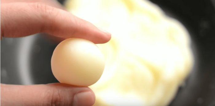 Знаменитий десерт з Тік-Тока: ніжні молочні кульки всього з 3 простих інгредієнтів