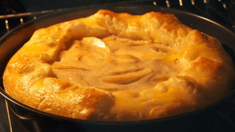 Улюблений пиріг з яблуками: швидка випічка, здатна підкорювати серця