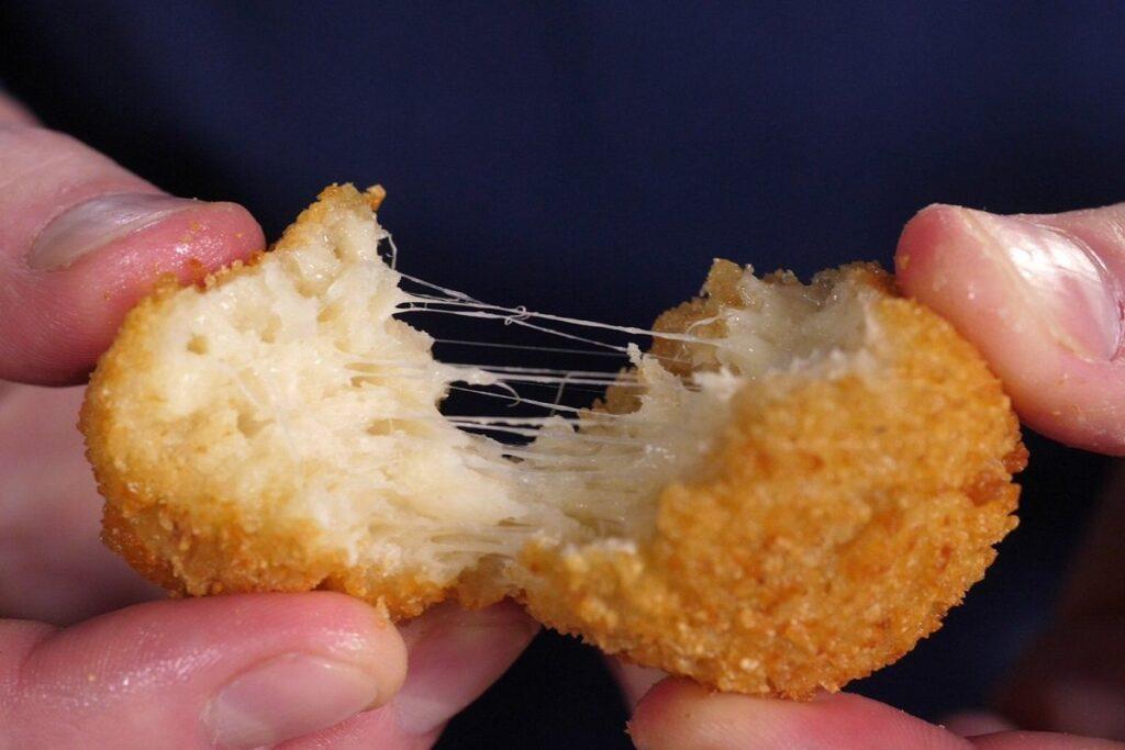 Сирні пончики на сковорідці: як приготувати