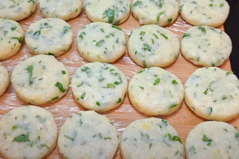 Пиріжки-хвилинки: готуються по 2 хвилини з кожного боку
